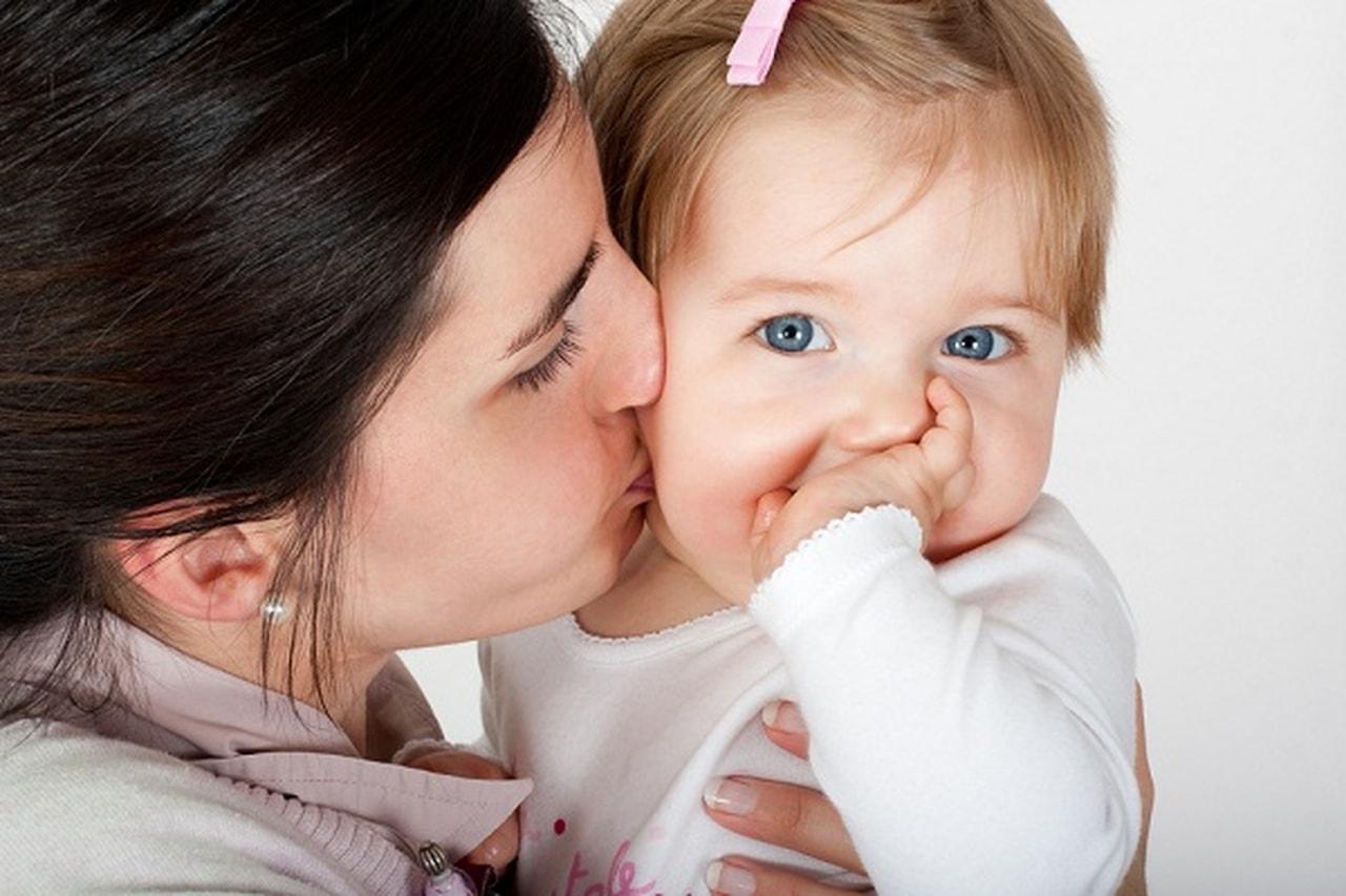تقبيل الاطفال