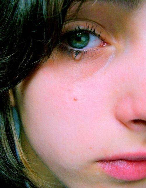 صور حزينة دموع بنت صور حزينة للفيس بوك مكتوب عليها كبرياء و جراح