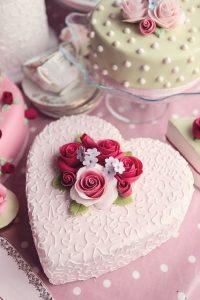 تورتة زفاف قلب 200x300 صور تورتة عيد ميلاد الاهل والاحباب للفيس بوك