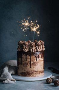 تورتة شيكولاتة 197x300 صور تورتة عيد ميلاد الاهل والاحباب للفيس بوك