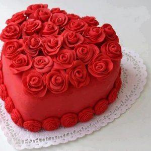 تورتة قلب احمر 300x300 صور تورتة عيد ميلاد الاهل والاحباب للفيس بوك