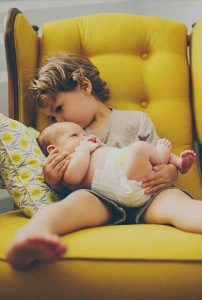 صور اطفال اولاد صغار 202x300 صور اطفال كيوت جميلة جدا تسر القلب