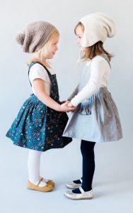 صور اطفال صداقة 188x300 صور اطفال كيوت جميلة جدا تسر القلب