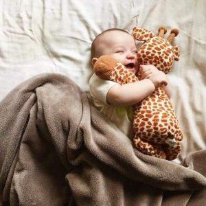 صور اطفال لذيذة 300x300 صور اطفال كيوت جميلة جدا تسر القلب